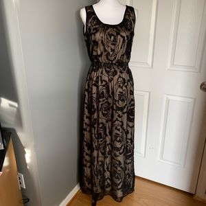 Chelsea & Violet maxi lace w/ lining dress size S